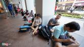 Người Việt ăn ngủ vạ vật chờ mua iPhone 6 ở Singapore