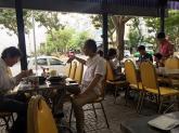 """Thưởng thức bát mì vịt tiềm """"ăn sáng no đến tối"""" ở Phú Mỹ Hưng"""