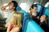 """Phụ huynh rối bời vì khu vực """"không trẻ em"""" trên máy bay"""