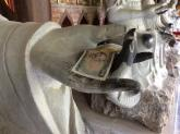 Rải tiền lẻ khi đi lễ chùa là hình thức mê tín đời mới?
