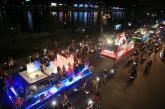 Hàng ngàn người tiếp tục đổ ra đường xem lễ hội đường phố Đà Nẵng 2017