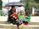 Những đứa trẻ mưu sinh ở phố núi Sa Pa