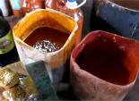 Cận cảnh tương ớt được chế biến từ... chất độc