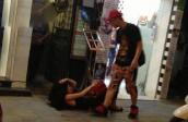 Sốc: Andrea bị Yanbi đánh đập giữa phố