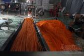 'Chuyên gia' Trung Quốc 'truyền nghề' làm bim bim bẩn