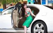 Những mỹ nhân Việt dính nghi án mượn xe bạc tỷ khoe mẽ