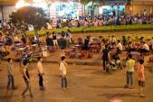 Chết khiếp sa vào phố 'vẫy' ở Hà Nội