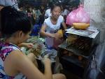 Thực phẩm bán tại cổng trường: Đe dọa sức khỏe trẻ nhỏ