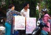 Trứng gà siêu rẻ tràn xuống vỉa hè Sài Gòn