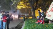 Đường phố Hà Nội ngập rác sau đêm Noel