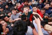 Những pha tranh cướp kinh hoàng ở lễ hội Hiền Quan
