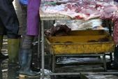 Bẩn không thể tả: Cua xay, thịt lợn băm sẵn