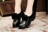 Những mẫu giày dép tuyệt đẹp cho ngày mưa
