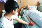 Chàng trai bỏ việc để chăm sóc người yêu mắc bệnh ung thư