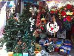 Thị trường Giáng Sinh: Ngắm là chủ yếu