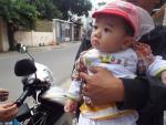 Cháu bé 7 tháng tuổi bị bỏ rơi phải vào trại trẻ mồ côi