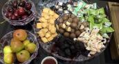 Người Hà Nội chi tiền triệu đặt quà vặt ăn Tết