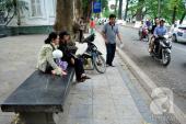 Chiếc ghế đá trăm tuổi tại Hồ Gươm bị xe tông vỡ nát