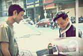Anh chàng bán cafe dạo hút khách vì vẻ điển trai và ăn mặc thời trang