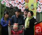 Người Hà Nội chen chân sắm Tết, siêu thị đông như nêm