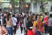 Nam thanh nữ tú nô nức đến chùa Hà cầu duyên ngày đầu năm mới