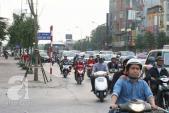 Dòng người ùn ùn đổ về Hà Nội sau kỳ nghỉ Tết dài