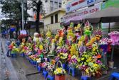 Mưa rét, cửa hàng hoa tươi vắng khách trong ngày Quốc tế Phụ nữ