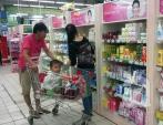 Mạnh tay chi tiền mua mỹ phẩm cho bé