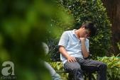 Nắng nóng 40 độ C, người Sài Gòn mỏi mệt tìm bóng mát chợp mắt