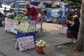 Giá rau xanh, trái cây hai miền tăng, giảm chóng mặt