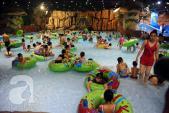 Trời nắng hầm hập, người Hà Nội đổ xô đi bơi tránh nóng