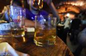 Người lớn cho cụng ly cùng, bé 2 tuổi ngộ độc rượu rồi tử vong