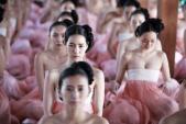 3 bộ phim châu Á gây sốc với cảnh khoe ngực của hàng ngàn người đẹp