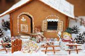 Bánh nhà gừng để bé mừng Noel