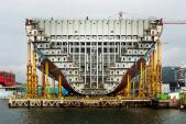Choáng ngợp hình ảnh tàu chở hàng lớn nhất thế giới