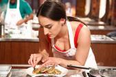 Cựu vũ nữ thoát y trở thành Vua đầu bếp Mỹ
