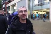 """Ông chồng xếp hàng 44 giờ mua iPhone """"cốt để nịnh vợ"""""""