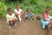 Ám ảnh cuộc sống mất cha mẹ của trẻ vùng dịch Ebola