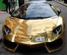 Đại gia mang Lamborghini Aventador mạ vàng 127 tỷ dạo phố