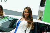 Chân dài Pháp nuột nà tại Paris Motor Show 2014