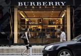 Cách phân biệt hàng hiệu Burberry thật và giả