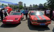 Cặp đôi xe cổ show hàng rực rỡ trên đường phố