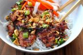 Cách làm món bún chả thịt nướng thơm lừng cho bữa trưa cực ngon