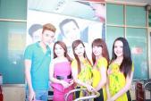 Phi Thanh Vân diện đầm đỏ ra mắt Xinh Spa