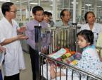 VietinBank tặng 50 triệu đồng mổ tim cho cháu Phàn Mẩy Phàn