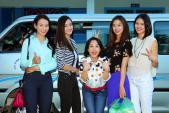 Việt Hương, Trương Hải Vân giản dị đi từ thiện