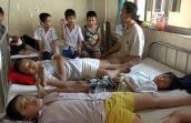 Hàng loạt học sinh bị đau dạ dày, nghi ngờ thức ăn bẩn