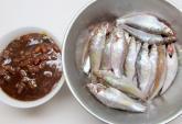 Cá linh kho tương đưa cơm kiểu miền Nam