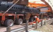 Xe 520 bánh chở 765 tấn di chuyển thế nào?