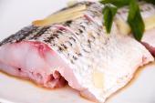 Ăn cá trước 1 tuổi giảm nguy cơ dị ứng khi lớn